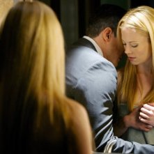 Grimm: Sasha Roiz e Claire Coffee nell'episodio The Thing with Feathers