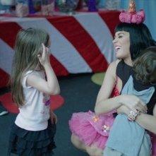 Katy Perry: Part of Me - Katy insieme a dei bambini
