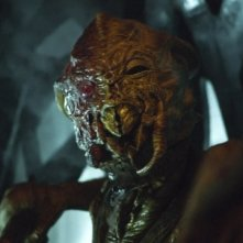 Falling Skies: un terrificante skitter in una scena dell'episodio Young Bloods