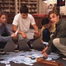 Katie Holmes, James van Der Beek, Joshua Jackson e Michelle Williams in Convivenza forzata della serie Dawson's Creek