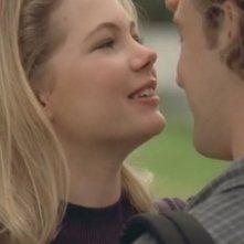 Michelle Williams e James va Der Beek in un momento di Conoscenza carnale della serie Dawson's Creek