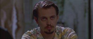 Steve Buscemi nei panni di Mr. Pink in una scena de Le Iene