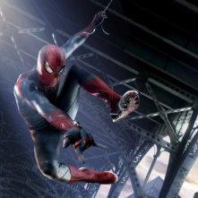 The Amazing Spider-Man: Andrew Garfield in 'veste' di Uomo Ragno in un momento del film