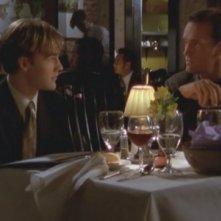 John Wesley Shipp e James van Der Beek nell'episodio Riuniti della serie Dawson's Creek