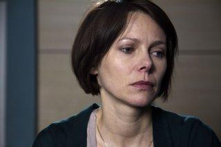 Gli equilibristi: lo sguardo triste di Barbora Bobulova in una scena del film