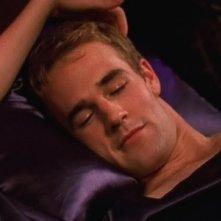 James van Der Beek in un momento dell'episodio Travolgente passione, della serie Dawson's Creek