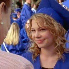 Michelle Williams in un momento dell'episodio Il giorno del diploma della serie Dawson's Creek