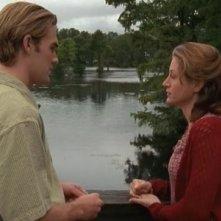 Sasha Alexander e James van Der Beek in un momento dell'episodio Un annuncio inaspettato della serie Dawson's Creek