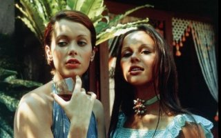 Sylvia Kristel e Christine Boisson in Emmanuelle