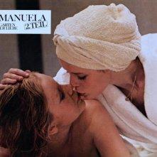 Sylvia Kristel in Emmanuelle 2: l'antivergine con Catherine Rivet
