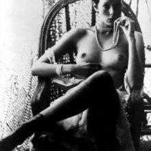 Sylvia Kristel in un'immagine iconica di Emmanuelle