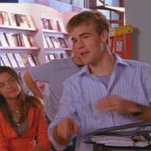 Katie Holmes e James van Der Beek nell'episodoi Silenzio, si gira! della serie Dawson's Creek