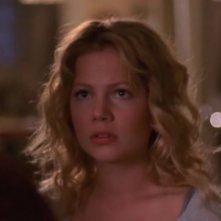 Michelle Williams in una scena dell'episodio L'amara scoperta della serie Dawson's Creek