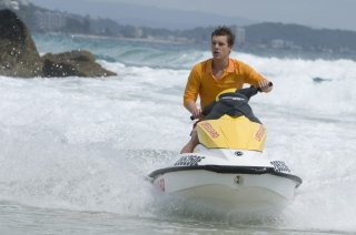 Bait: Xavier Samuel in una scena del film a bordo di una moto d'acqua