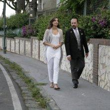 Una donna per la vita: Maurizio Casagrande e Margareth Madè passeggiano in una scena del film