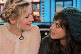Bachelorette: le tre damigelle d'onore Kirsten Dunst e Lizzy Caplan a confronto