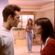 Luke Perry e Shannen Doherty nell'episodio Un weekend a Palm Springs della serie Beverly Hills, 90210