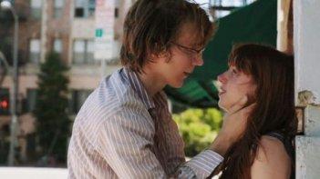 Paul Dano e Zoe Kazan in una romantica immagine di Ruby Sparks