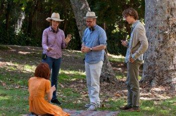 Ruby Sparks: Paul Dano e Zoe Kazan sul set del film con i registi Jonathan Dayton e Valerie Faris