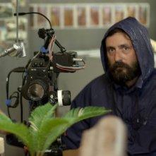 Wrong: il regista francese Quentin Dupieux sul set