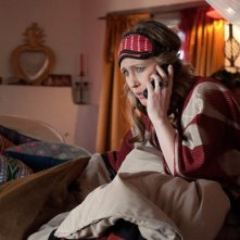 Vera Farmiga pronta per andare a dormire in una scena di Goats