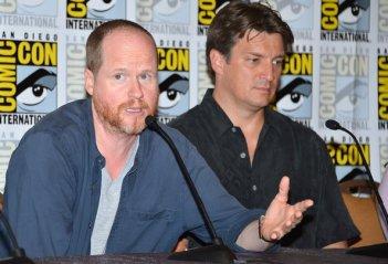 Nathan Fillion e Joss Whedon alla reunion di Firefly al Comic-Con 2012 per il decimo anniversario della serie