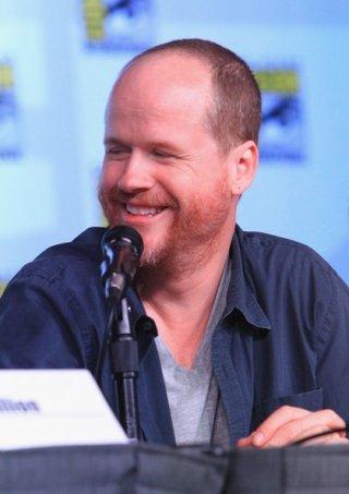 Un sorridente Joss Whedon alla reunion di Firefly al Comic-Con 2012 per il decimo anniversario della serie