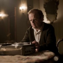 Berberian Sound Studio: il protagonsita Toby Jones in una scena del film