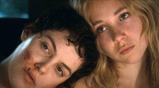 Jack and Diane: una bella immagine di Juno Temple e Riley Keough tratta dal film drammatico