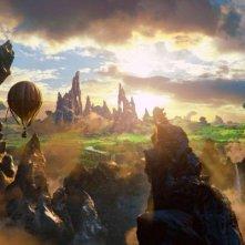La mongolfiera si dirige verso la città di Oz in Il grande e potente Oz