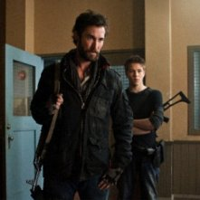Falling Skies: Drew Roy, Noah Wyle, Connor Jessup e Moon Bloodgood nell'episodio Ritorno a casa