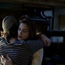 Io e te: Tea Falco e Jacopo Olmo Antinori si abbracciano in una scena del film