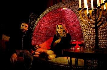 Tulpa: Claudia Gerini insieme al suo compagno di vita e regista del film Federico Zampaglione sul set