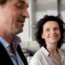 Elles: Juliette Binoche e Louis-Do de Lencquesaing in una scena del film