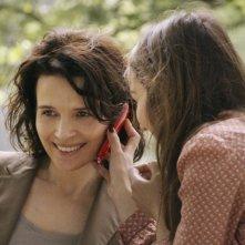 Juliette Binoche e Anaïs Demoustier in una scena del film Elles