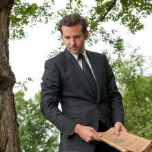 The Words: Bradley Cooper in un momento del film con in mano il manoscritto incriminato
