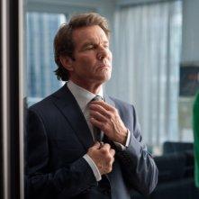 The Words: Dennis Quaid si sistema la cravatta in una scena