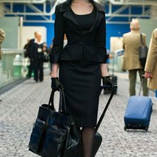 Anne Hathaway in tenuta da viaggio in una scena di Il cavaliere oscuro - Il ritorno