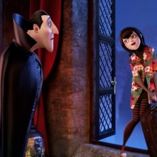 Hotel Transylvania: il conte Dracula con la figlia Mavis in una scena del film