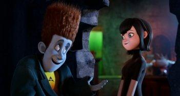 Hotel Transylvania: Mavis e Johnnystein in una scena del film