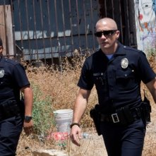 Michael Pena e Jake Gyllenhaal in una scena di End of Watch