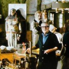 Terence Fisher con Peter Cushing in una foto dal set di Frankenstein e il mostro dell'inferno