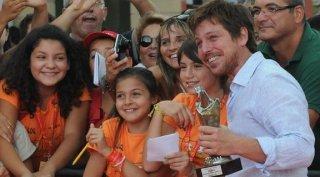 Claudio Gioè insieme ai piccoli membri della giuria del Giffoni Film Festival