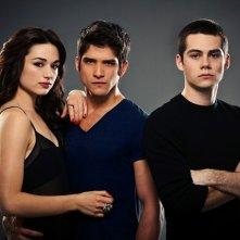 Teen Wolf:  Crystal Reed, Dylan O'Brien, Tyler Posey in una foto promozionale della stagione 2