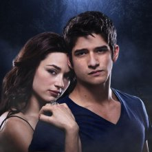 Teen Wolf: Crystal Reed e Tyler Posey in una immagine promozionale della stagione 2