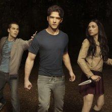 Teen Wolf: Dylan O'Brien, Tyler Posey e Crystal Reed in una immagine promozionale della stagione 2