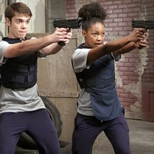 Weeds: Alexander Gould e Daniele Watts nell'episodio Red in Tooth and Claw