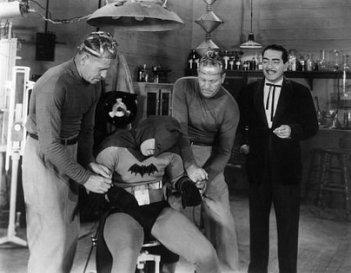 Batman: J. Carrol Naish e Lewis Wilson nell'adattamento datato 1943 del personaggio di Bob Kane