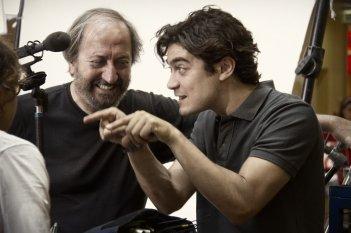 Il rosso e il blu: il regista Giuseppe Piccioni con Riccardo Scamarcio sul set del film