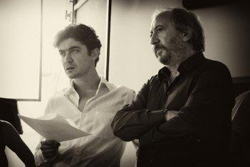 Il rosso e il blu: il regista Giuseppe Piccioni insieme a Riccardo Scamarcio sul set